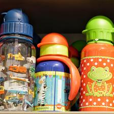 Papierflieger Wien, originelle Geschenke - Trinkflaschen für Babies und Kinder  Photo by Michael Büchling
