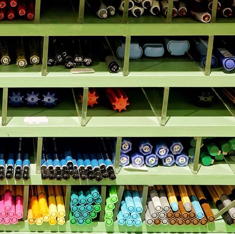 Papierflieger Wien, große Auswahl an Stiften  Photo by Michael Büchling