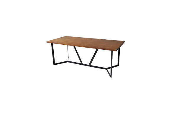ASSE DINING TABLE