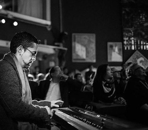 El maravilloso pianista José Serralde- d