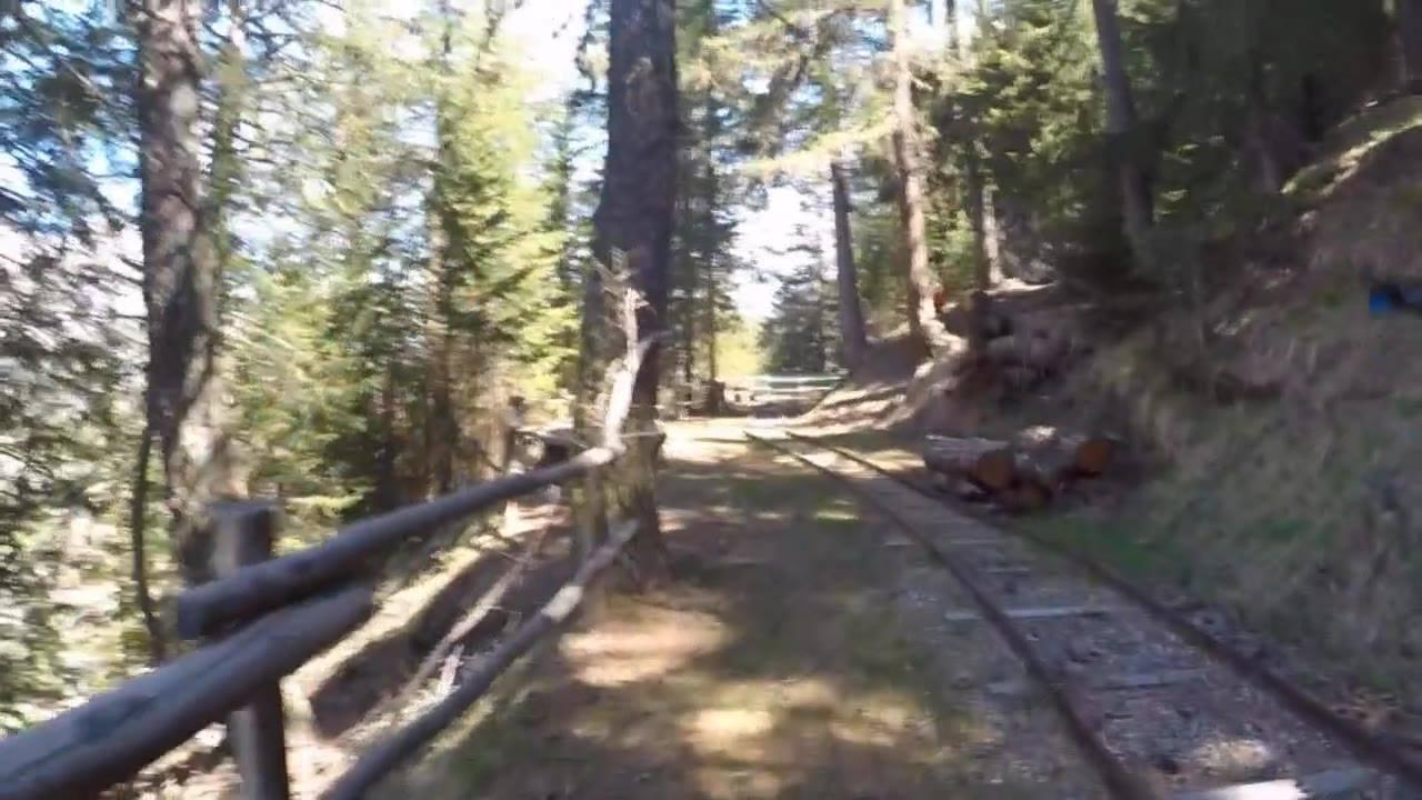 Pronti via subito uno dei tanti bei passaggi del trail al km 2.5 (1.769 mt): il passaggio delle rotaie. - Music: Epic - Bensound.com -