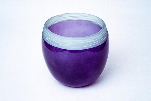 Glasvase mit geschliffenem Rand
