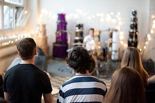 Обучение игре на барабанах | Барабанная школа DrumRoom | Мастер-классы барабанщиков