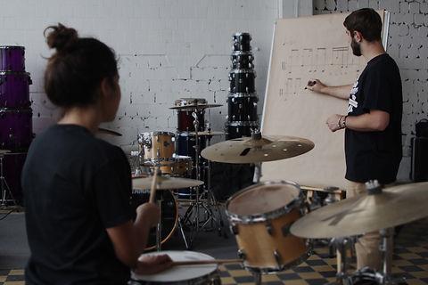 Обучение игре на барабанах   Барабанная школа DrumRoom