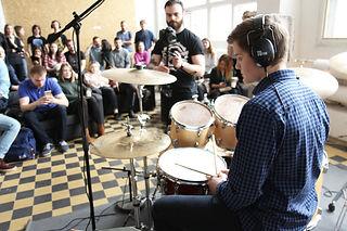 Обучение игре на барабанах | Барабанная школа DrumRoom | Ученики DrumRoom