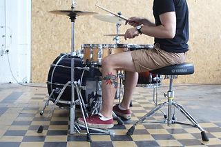 Обучение игре на барабанах | Барабанная школа DrumRoom | Как правильно сидеть за барабанами