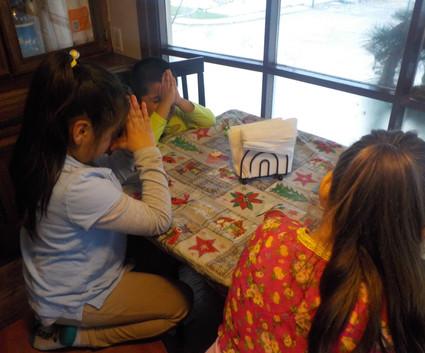 Kids praying 1.JPG