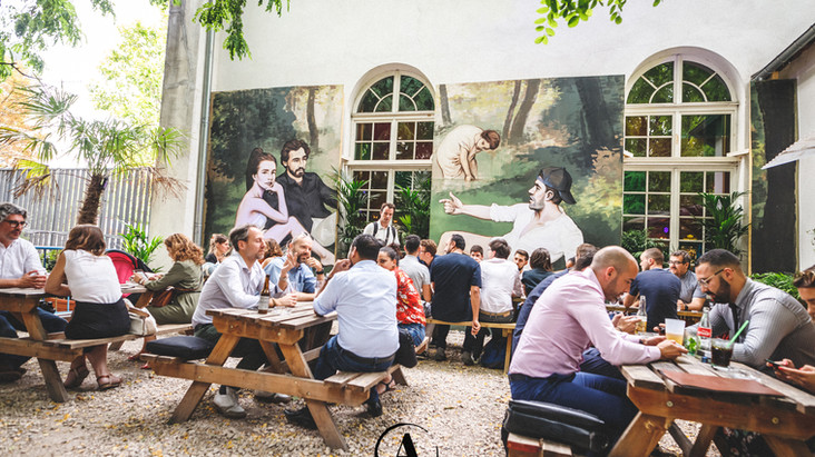 Réserver votre déjeuner ou diner au Café A