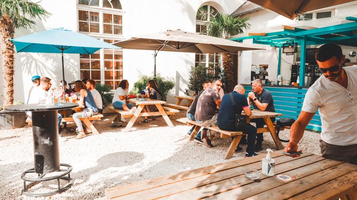 Le Café A reste ouvert tout l'été !