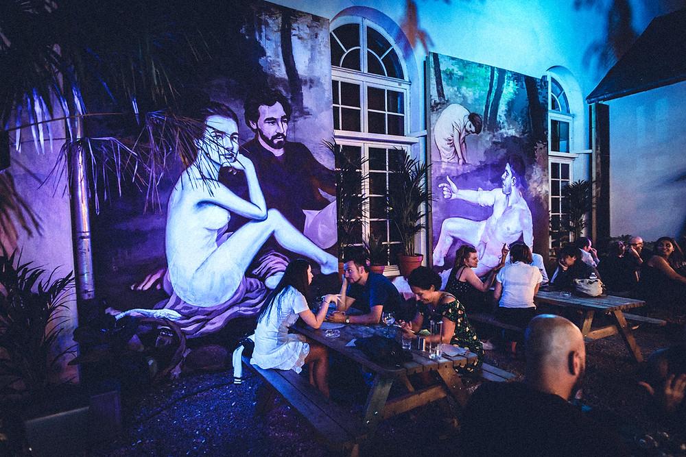 Le Déjeuner sur l'herbe Tableau d'Édouard Manet  1863,- 2019 par Pascal Boyart I Café A I Gare de l'est  I Bombay Sapphire I Eden Garden I Lieu éphémère