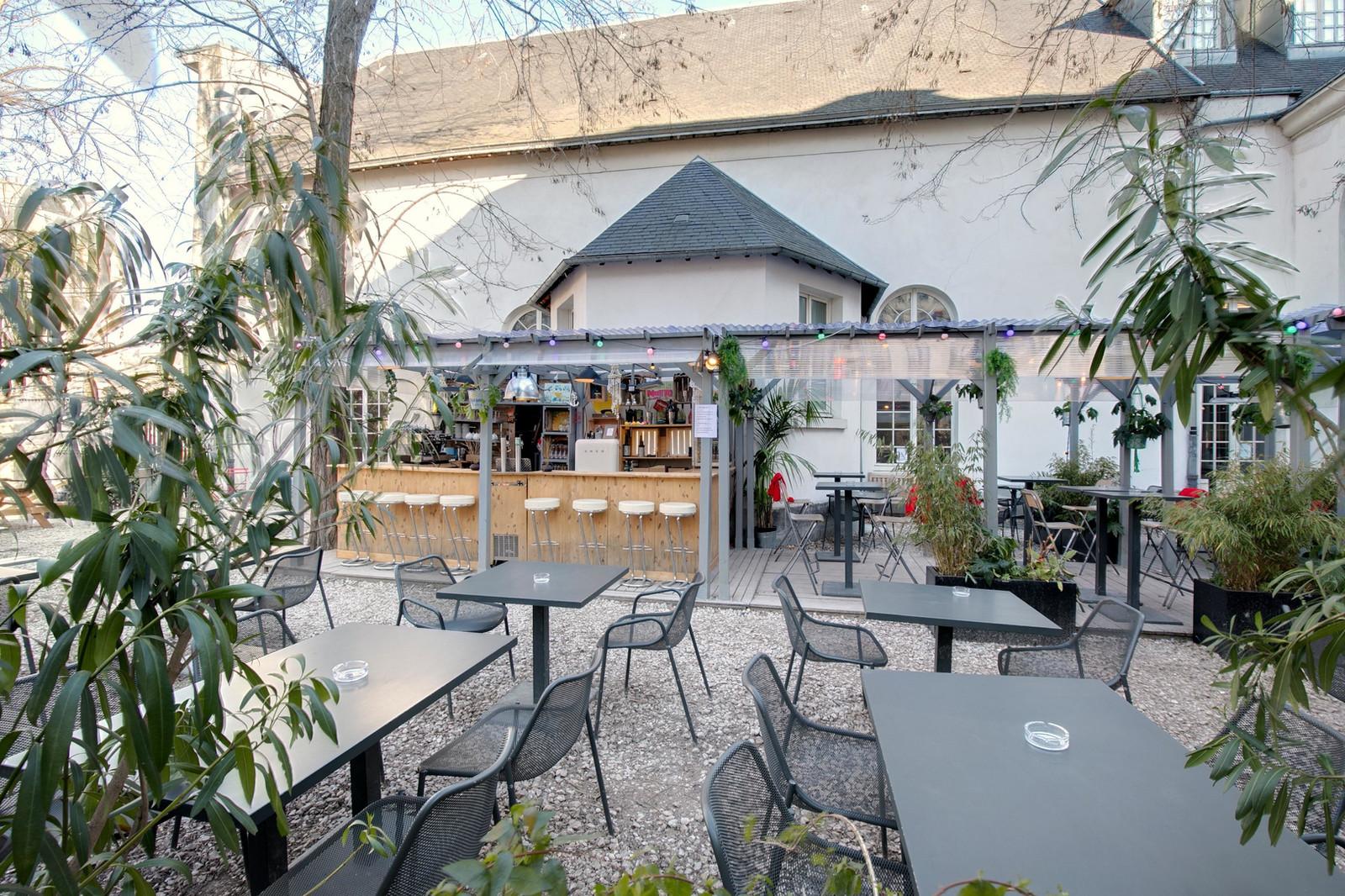 Cafe A Restaurant Bar Terrasse Atypique Paris 10 Canal St Martin