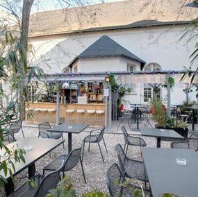 Café A Terrasse / PARIS / INSOLITE