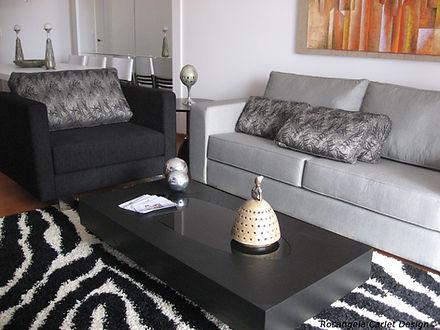 Design de Interiores. Sala decorada com dois sofás elegantes