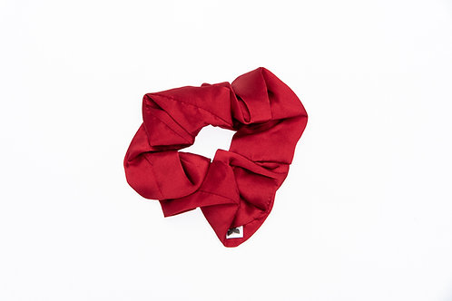 100% pure and natural, 22 momme silk scrunchie. Canadian made, using mulberry silk in a smooth and shimmery charmeuse weave.