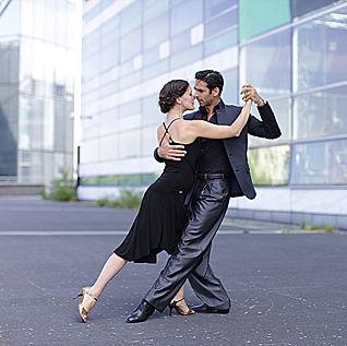 Tango Dancers Paris.jpg