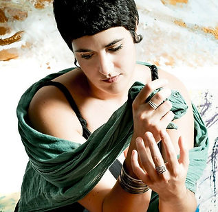 sara longo chanteuse italienne.jpg