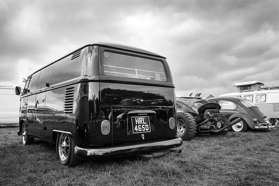 Shiny Black Bus (Mono)