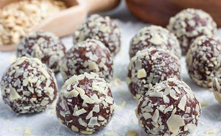 Raw, Nutritious & Totally Delicious - Tahini Bliss-balls that Will Make You a Star