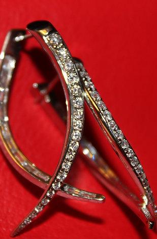 ABSTRACT DIAMOND HOOPS
