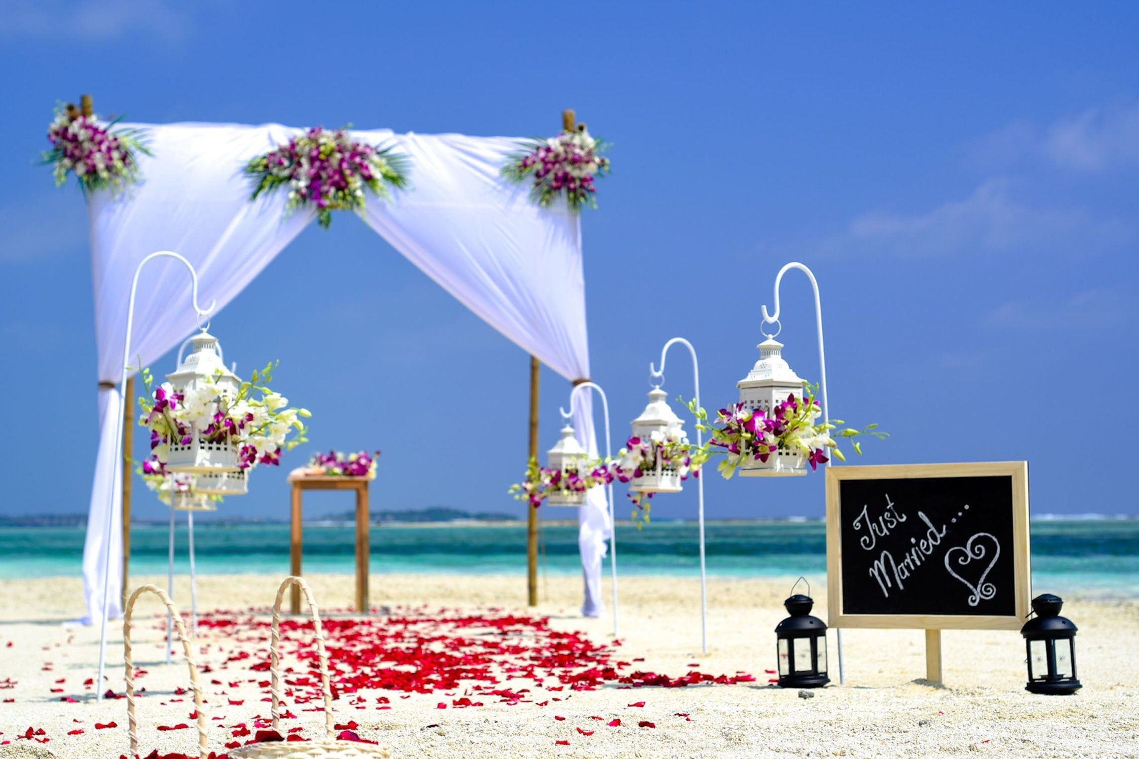 Wedding aisle island