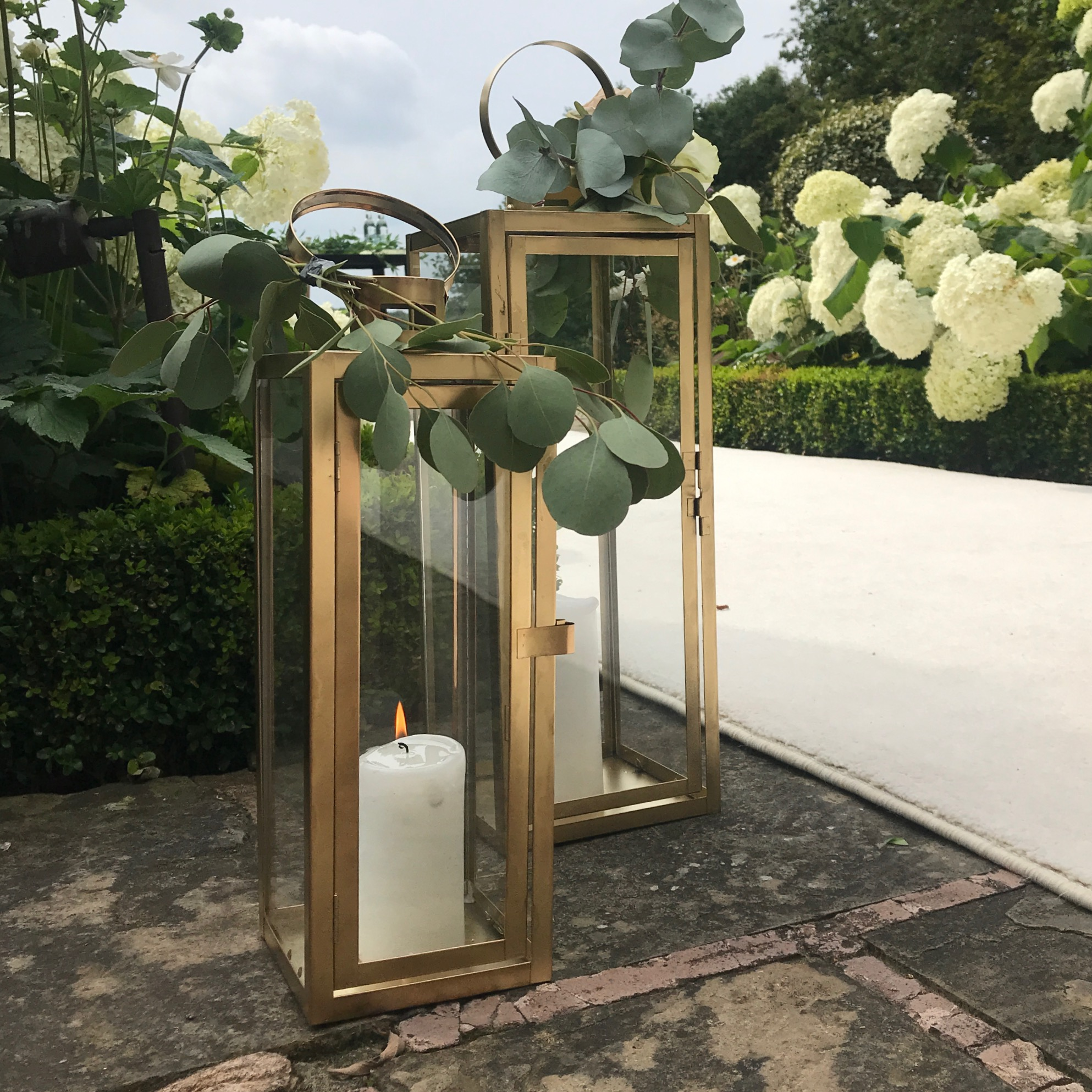 GOLD TALL LANTERNS