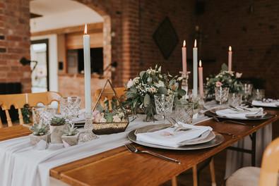 swallows nest barn wedding tables