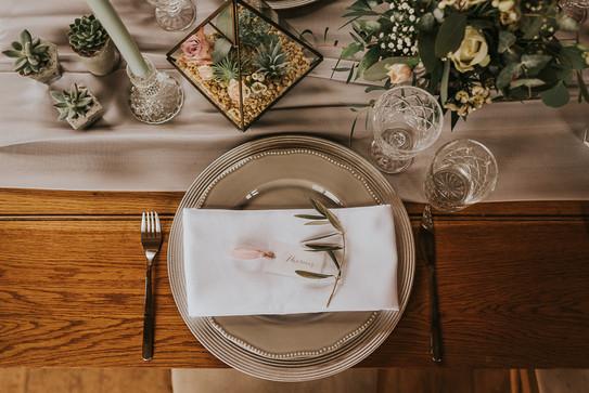 greenery on the plate wedding