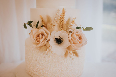 blush and dried florals on wedding cake