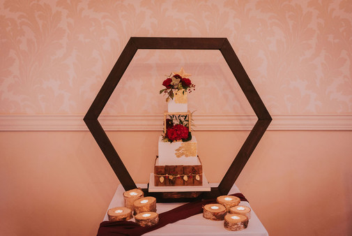 square wedding cake gold and wood