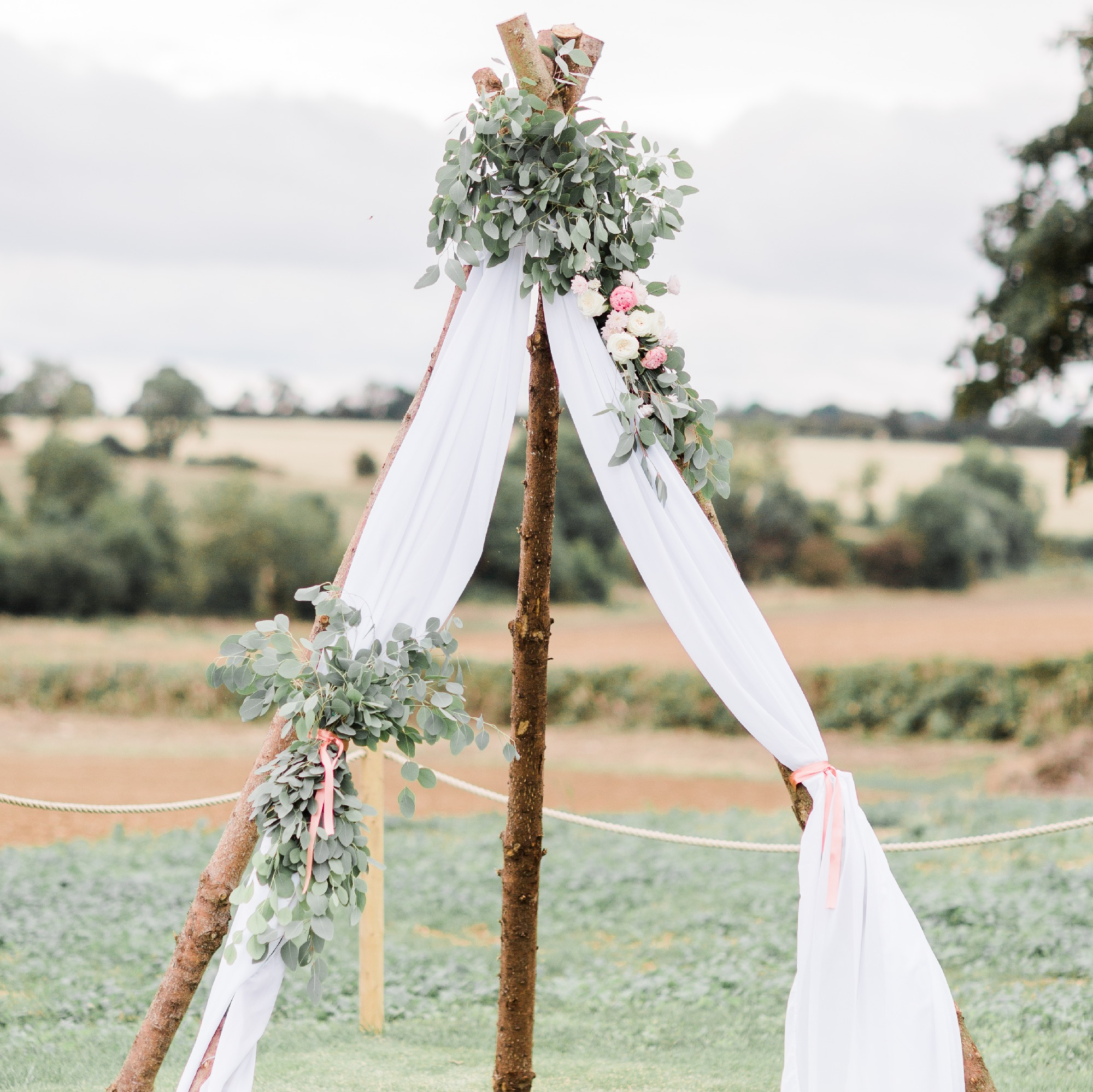 MINI TIPI BACKDROP ARCH