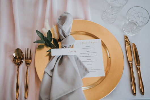 grey napkins with gold charger plates