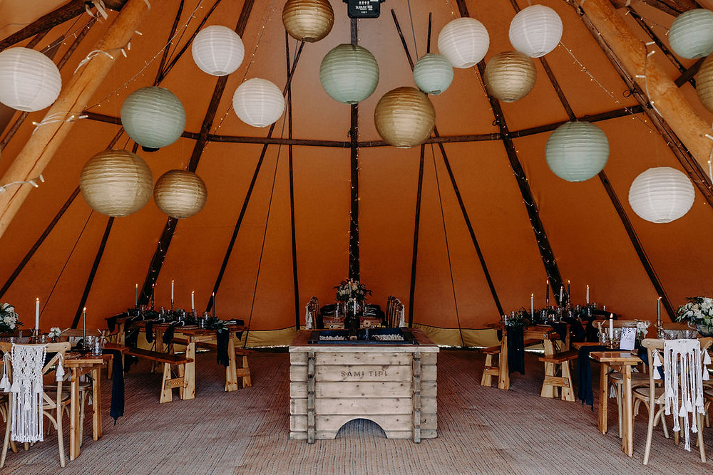 hanging paper lanterns tipi green and white