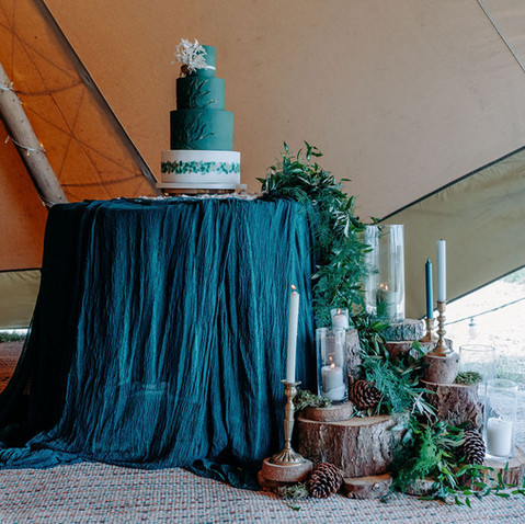 FOREST THEME WEDDING CAKE