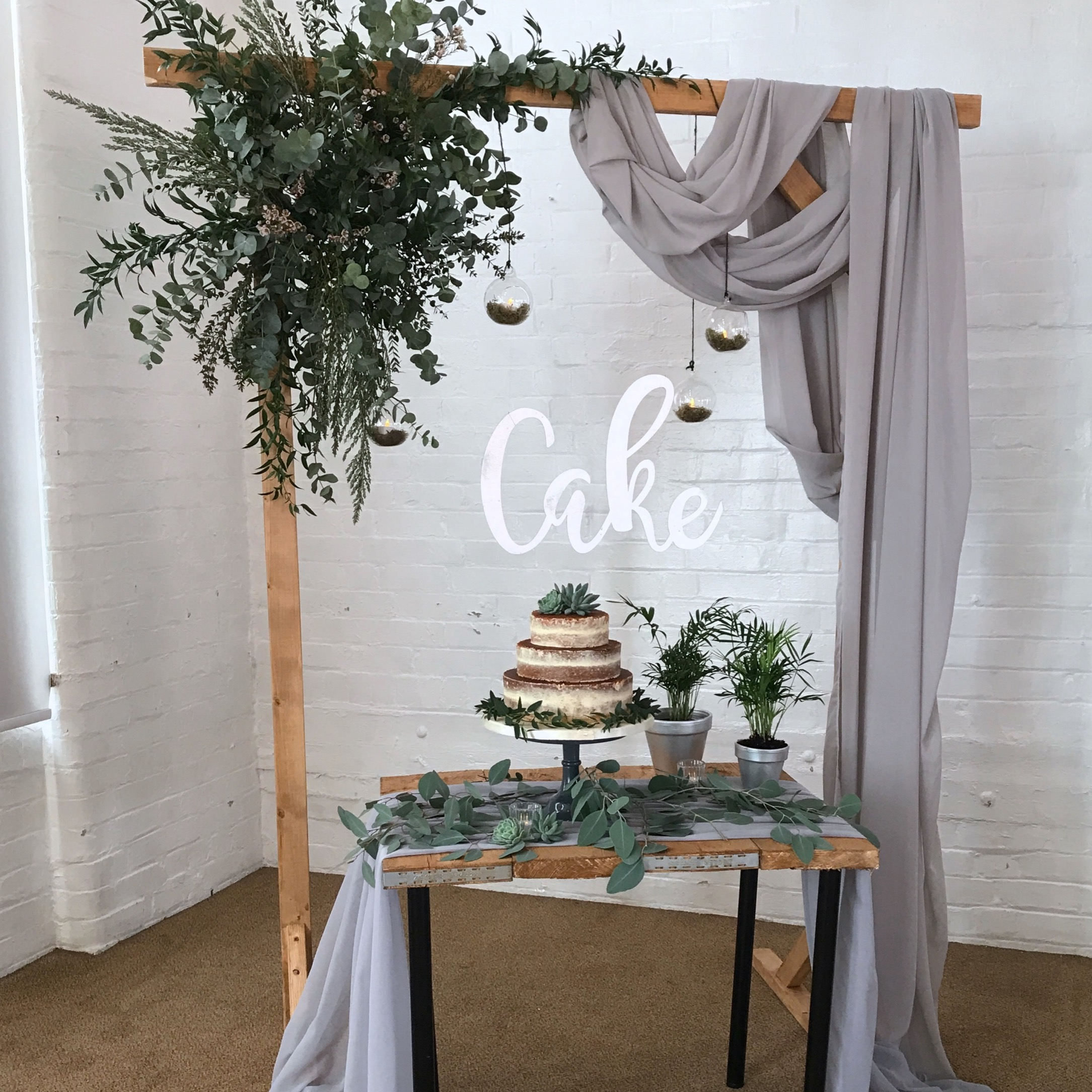 DRAPERY CAKE DISPLAY