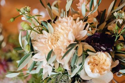 cafe au lait dahlia wedding flowers