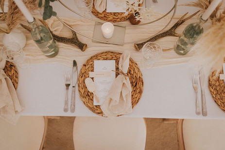 natural nordic wedding styling