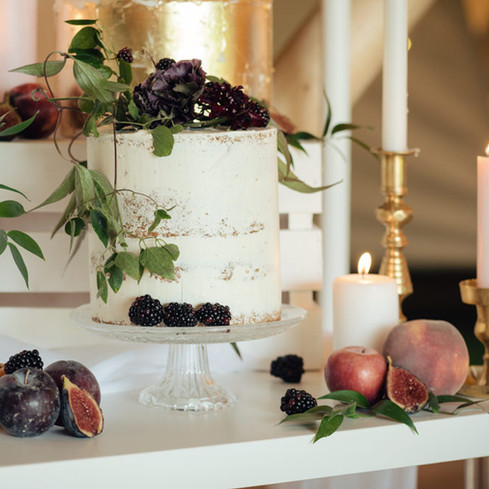 dessert table ideas with mixed fruit figs, peaches and