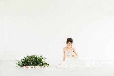 elopement bride olive bouquet