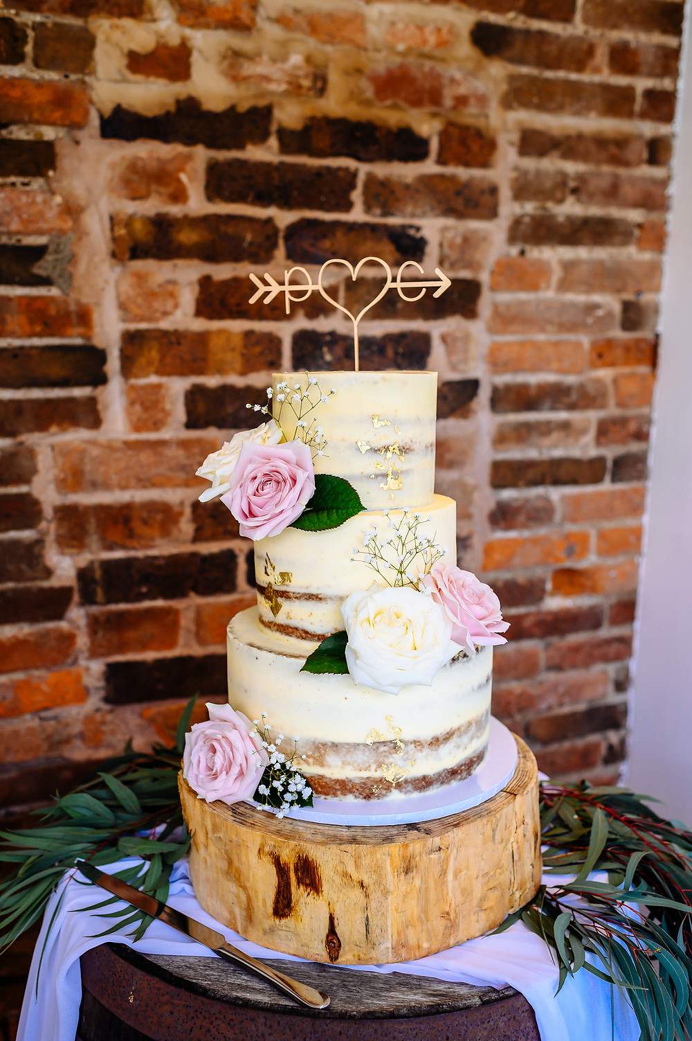 semi naked cake on log slice cake stand