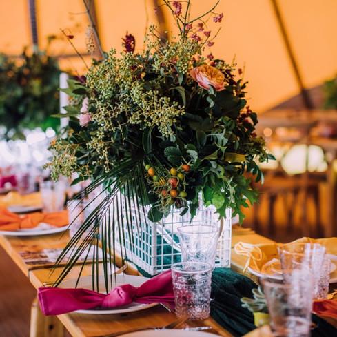 neon centrepiece wedding trend