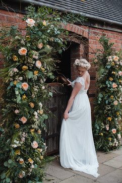 beautiful farm wedding flowers