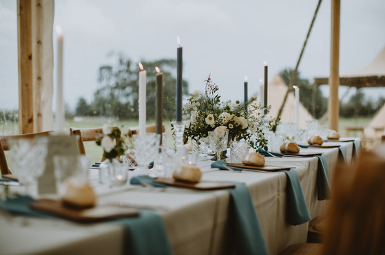 wedding table flowers neutral colours