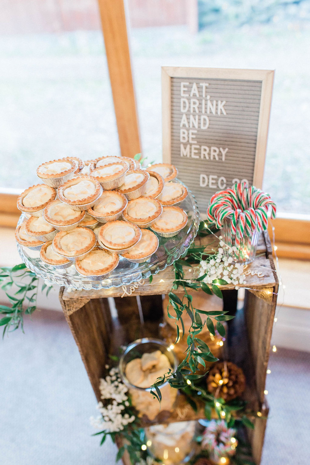 mince pie station for winter wedding