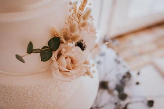 driend cake flowers