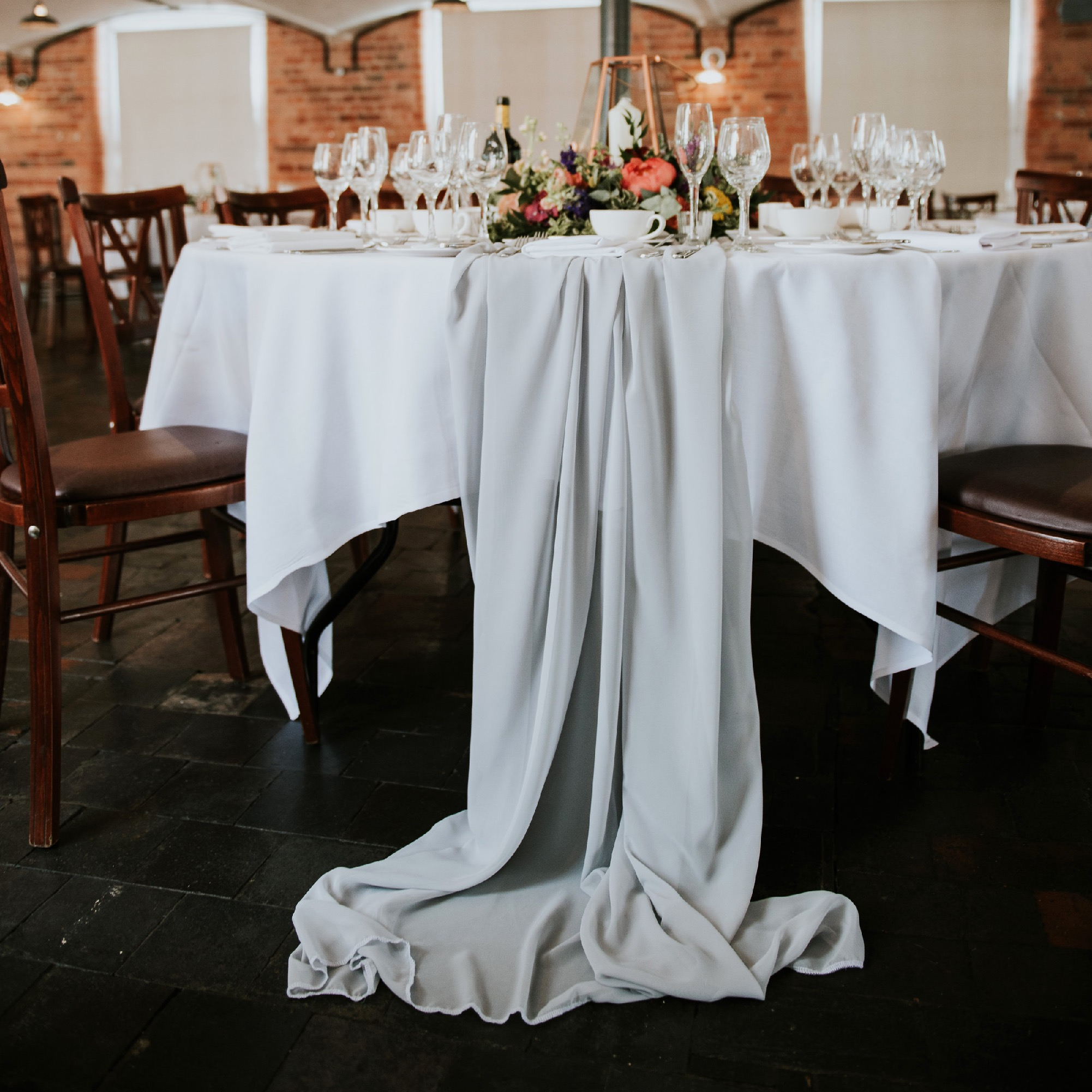 CHIFFON DRAPERY TABLE RUNNER