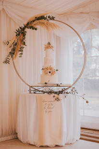 large hoop cake stand pampas grass