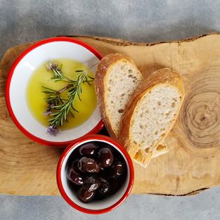 Özel Zeytinyağımız ve Ekmeğimiz
