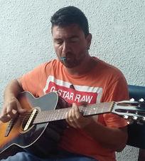Matthieu et sa guitare.jpg