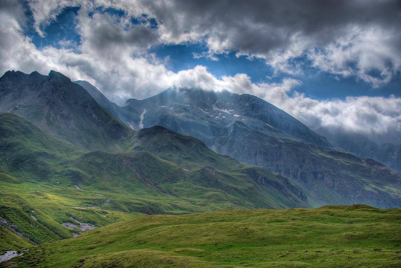 Mountains_&_Clouds.jpg