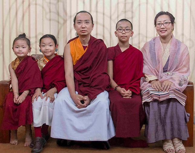 Ratna_Vajra_Rinpoche_family_2017.jpg